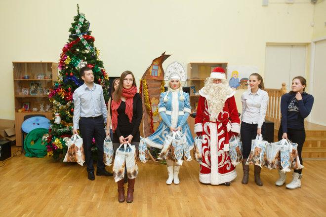 «Петербургская Недвижимость» поздравила ребят с Новым годом